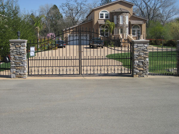 Swing Gates Vs Sliding Gates Vs Lift Gates